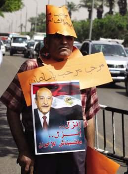 """الخبر يقول """"مفاجآت العيار الثقيل تتواصل السلفيون يدعمون عمر سليمان رئيساً لمصر"""" وهو مفاجأة لمن يجهل من هم السلفيون: إنهم أذناب الوهابية الخليجية يأتمرون بأمر حكامهم أذناب أمريكا وإسرائيل!"""